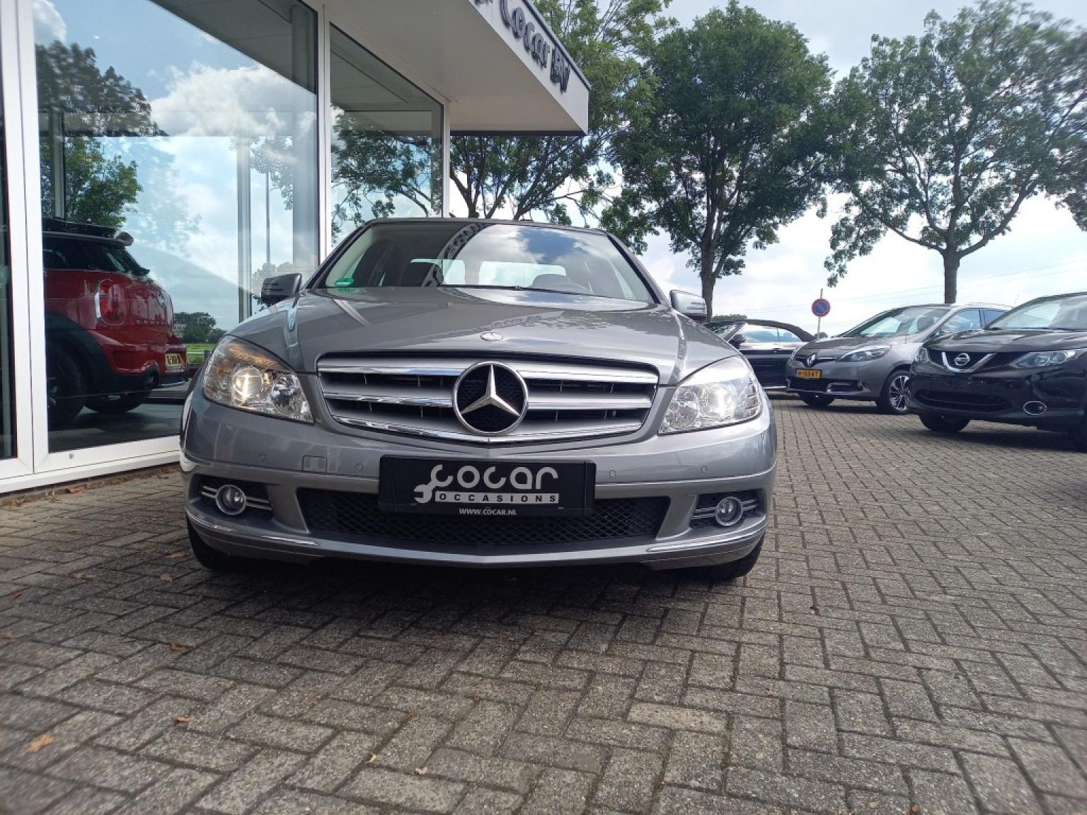 Mercedes-benz-200-17