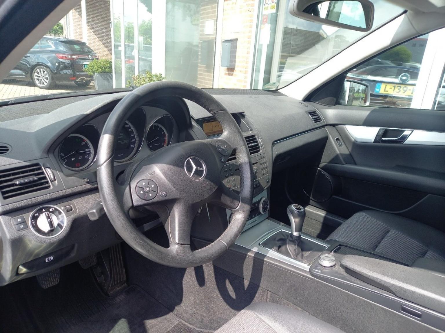 Mercedes-benz-200-7