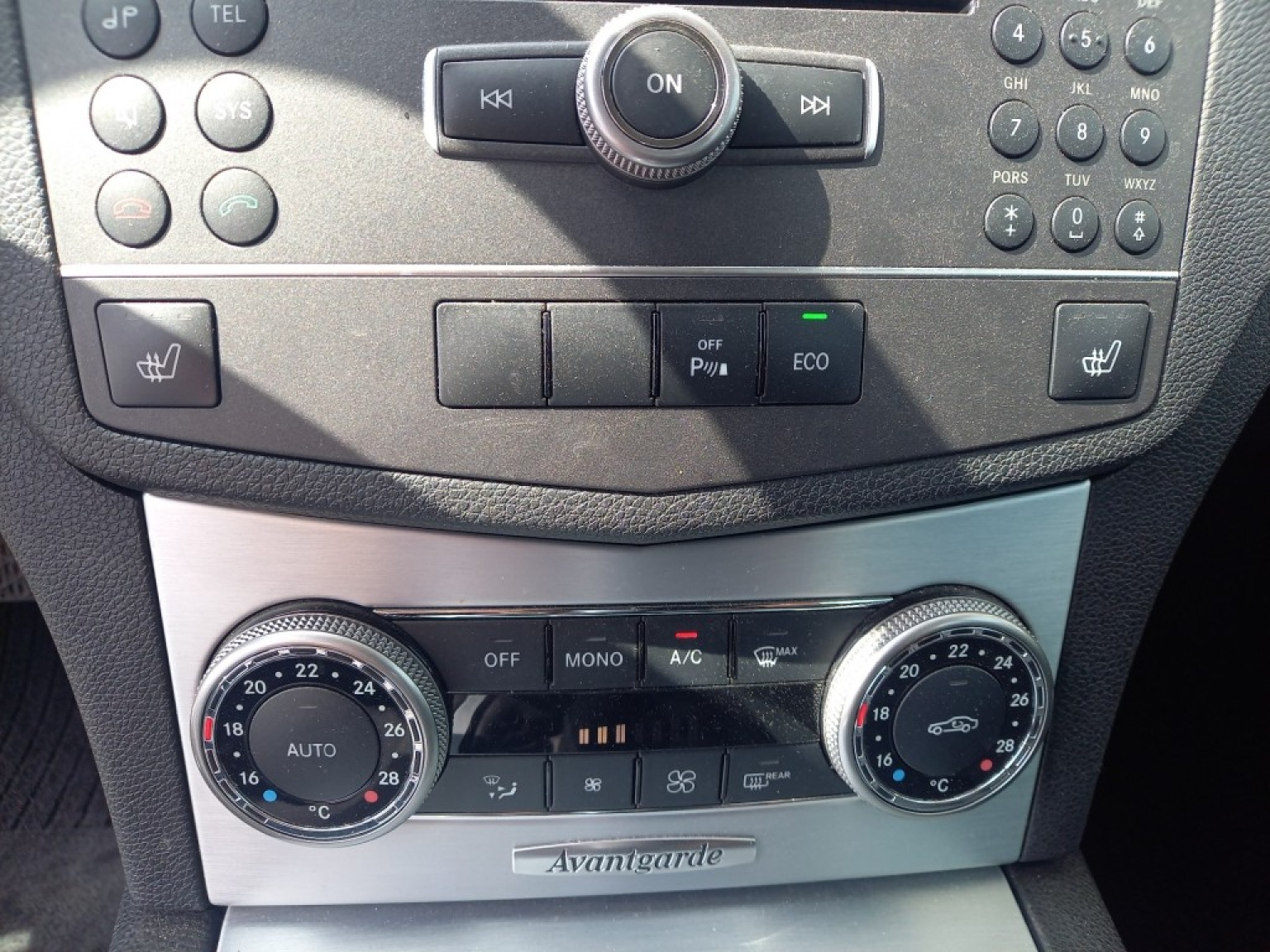 Mercedes-benz-200-12