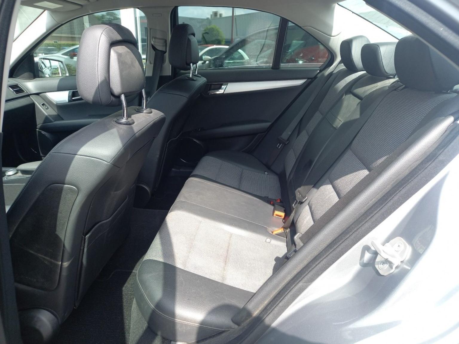 Mercedes-benz-200-14