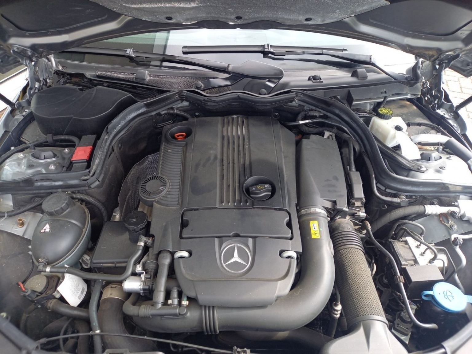 Mercedes-benz-200-19