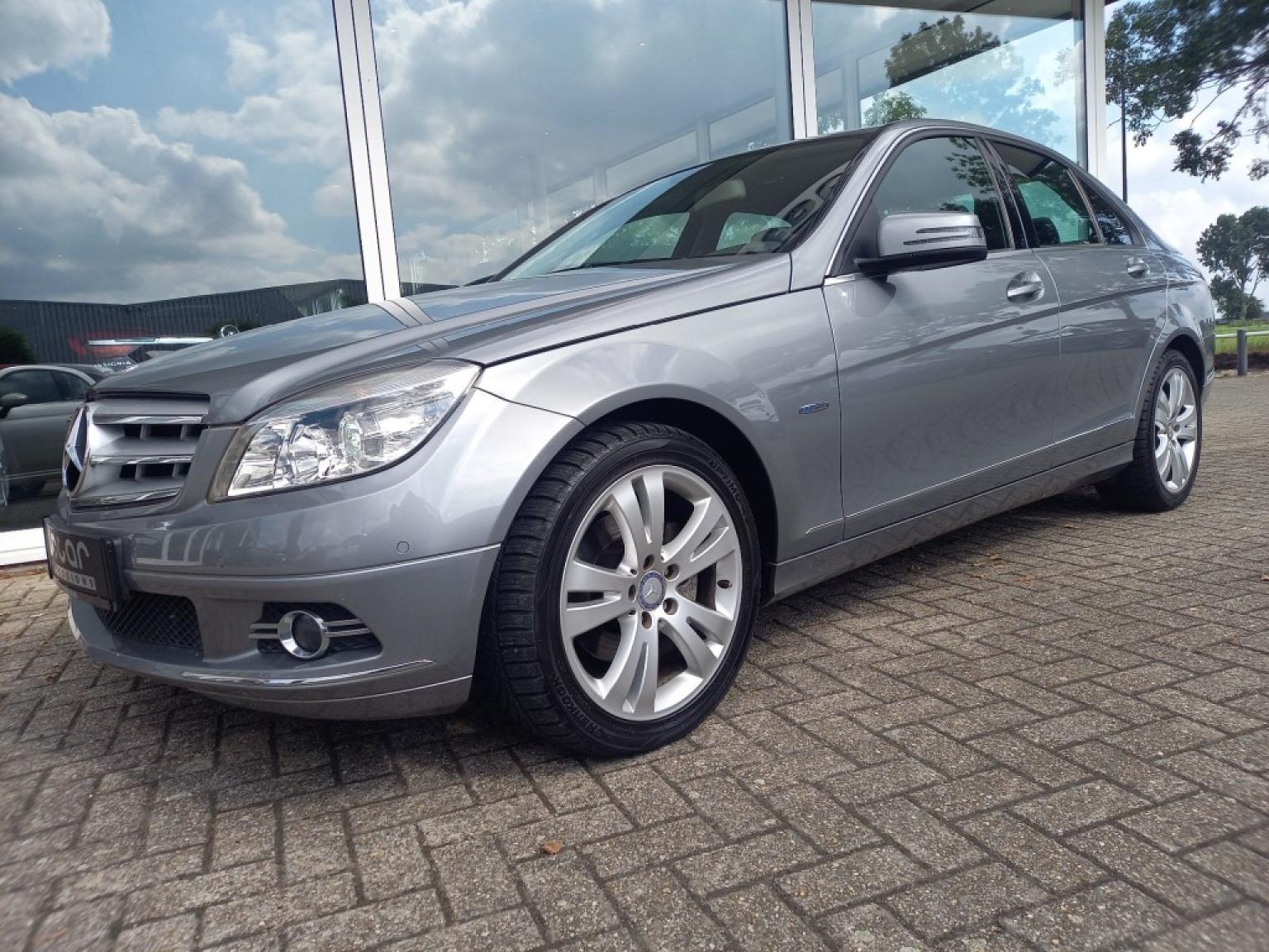 Mercedes-benz-200-16